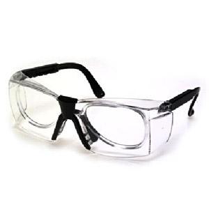 f6899bfd5efac Óculos em Policarbonato Incolor (clip para grau). Ver Produto. Óculos de segurança  constituído de armação e visor ...